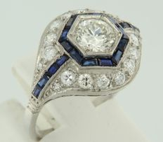 Platinum ring set with sapphire and old Amsterdam cut diamonds, approx. 1.60 carat in total, I/Top Wesselton, VS/SI, approx. 1.60 carat in total.