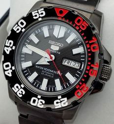 """Seiko automatic movement - 23 jewels - 100 m - """"New Monster"""" automatic watch made in Japan"""