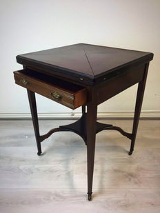 Mahogany 'envelope table ' / games table - England - Approx. 1920