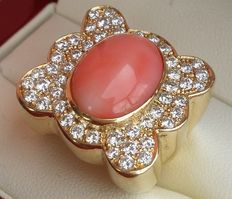 Gold ring with 7 ct pink coral and approx. 4.25 ct diamonds