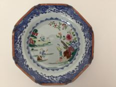 Porcelain famille rose plate – China – 18th century