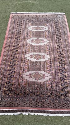 Beautiful hand-knotted Pakistani Bukhara carpet, no reserve price: starts at €1
