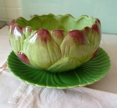 Very nice artichoke dish, with its ceramic saucer