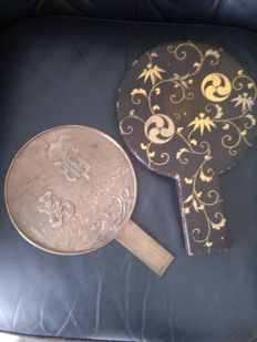 Bronze mirror in original varnished Maki-E box, marked – Japan – end 19th century