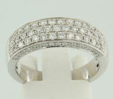 14 kt white gold channel ring set with 75 brilliant cut diamonds, ring size 17.5 (55)
