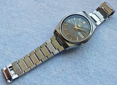 Seiko 5 day date automatic 21 jewel -- men's wristwatch from the 80s