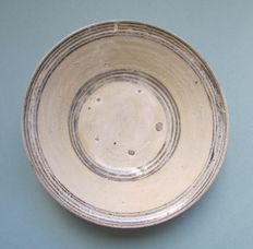 A large pottery glazed bowl with iron black decoration - Diameter 22,5cm, height 7,5cm.