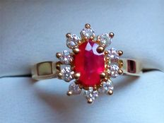 18 kt gold ring with a ruby and 10 diamonds – Ring size: 16.1 mm  5 – 51 – 11 – No reserve price