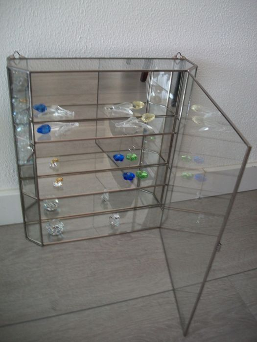 Vitrinekastje Voor Swarovski.Swarovski Display Case With Swarovski Collection Catawiki