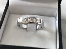 18 kt white gold ring band with 0.90 ct diamonds – size 15