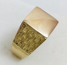 Men's signet ring is shiny/matte 18 kt yellow gold - Size 25