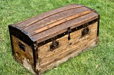 Antique trunk - Italy, second half of the 19th century