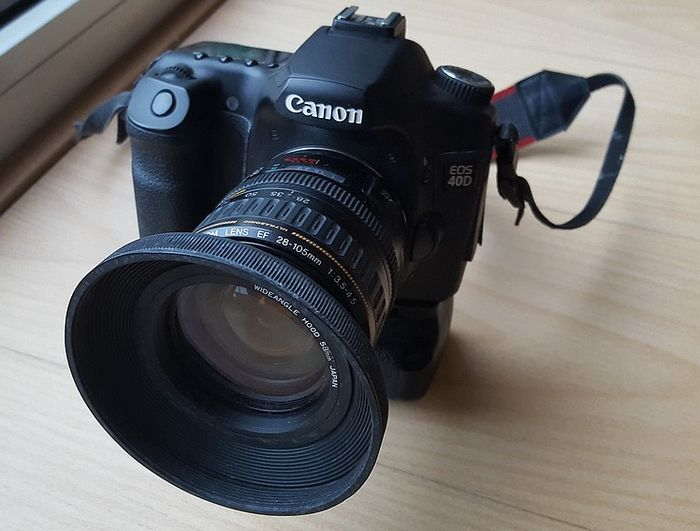 Canon EOS 40D with Canon zoom lens and Canon battery grip