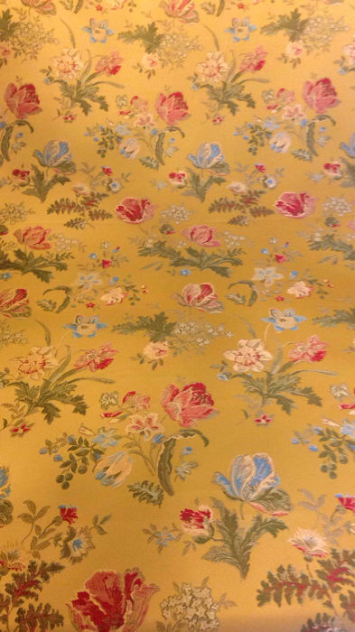 6.20 m of a golden damask and jacquard fabric in Louis XVI style - Ancient Silk Weavers Royal Colony of San Leucio - Italy, 20th century