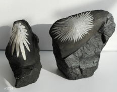 Flower stone - approx. 9 x 7.5 and 7 x 7 cm - 623 grams (2)