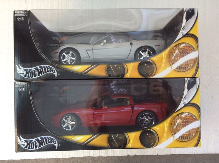 Hot Wheels - Scale 1/18 - Chevrolet Corvette C6 Coupe and Convertible