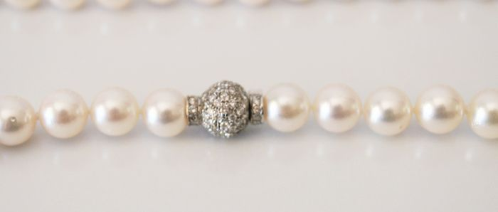 Cultured seawater pearls, Japanese Akoya pearls of 7.5 mm, 1 ct of diamonds approx.