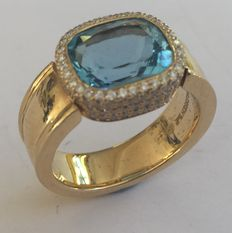 Gold ring with aquamarine and small brilliants.