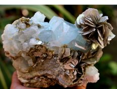 Large Terminated Aquamarine Crystal Cluster with Pink Fluorite on Muscovite Mica - 130 x 96 x 50 mm - 748gm