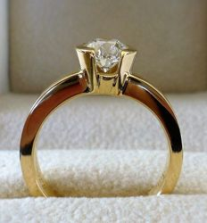1.00 Carat IGI Certified Natural Diamond E/IF Round Brilliant in Almost New Ring of 18K/750 Yellow Gold - Ring Size 17.5/55/7.5