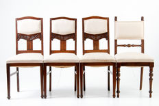 Four oak arts and crafts chairs with wood carvings - United Kingdom - ca. 1920