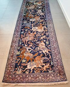 Collector´s item: unique hunting scene Kashmir Ghom runner - silk - 290 x 93