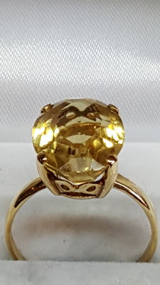 14 kt yellow gold ring set with citrine