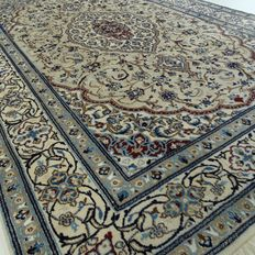 "Keshan – 294 x 194 cm. – ""Eye-catcher - Exclusive Persian rug with silk, in mint condition""."