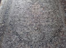 Hand-knotted Persian carpet from Kashan, 190 x 240 cm