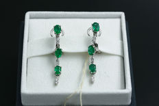 18 kt white gold earrings with diamonds and emeralds, hand-finished - Length: approx. 4 cm