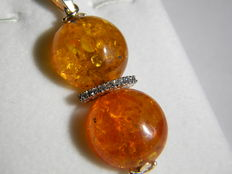 Gold pendant with natural brilliant cut diamonds and cabochon cut Baltic amber