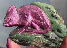 Fine Zoisite/Ruby carving of a Chameleon - 6 x 4.7 x 3cm - 113gm