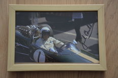 Sir Jack Brabham/triple world champion/F1 – beautiful framed hand-signed 10 x 15 photo