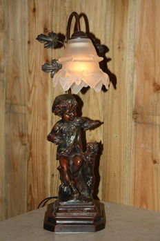 Romantic table lamp with putti