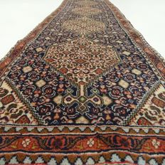 "Senneh – 222 x 56 cm. – ""Eye-catcher in blue – Persian runner in mint condition""."
