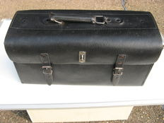 Leather tool case in very good condition 45 x 18 and 21 cm deep