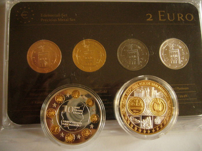 San Marino - 2 Euro 'Palazzo Pubblico' 2013 (4 plated coins) Precious Metal Set + lot of 2 commemorative medals