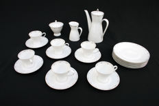 Rosenthal - Theeservies model Form 2000, ontworpen door Richard S. Latham / Raymond Loewy, decor Platinrand