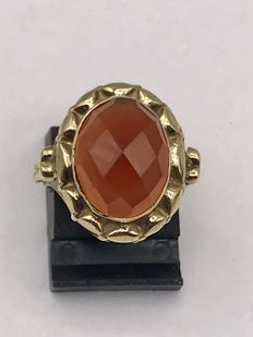 Large, gold women's ring with faceted carnelian – Ring size is 16
