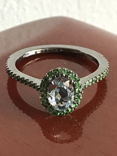 18 kt gold ring with aquamarine and tsavorites