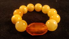 Baltic Amber round beads egg yolk bracelet with Antique faceted colour Amber central cognac stone, No reserve, 45 grams