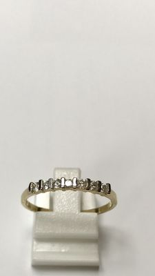 14kt yellow gold eternity ring with 7 brilliant cut diamonds - size 19 (60) - No reserve