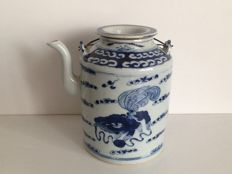 Blue white teapot with foo dogs in the clouds – China – early 20th century (Republic period)
