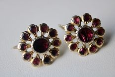 Earrings, Length 19,5mm with Garnets approx. 4 ct., Bohemia, ca. 1910