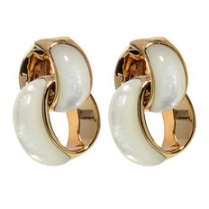 Chimento – 'Infinity' rose gold ear studs with mother of pearl