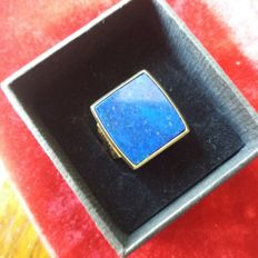14 kt gold men's vintage signet ring with bluee lapis lazuli stone. Maker's initials: V*T+