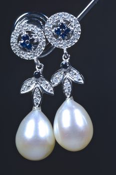 Earrings with 0.18 ct of diamonds and 10 sapphires, 1.80 ct, with freshwater drop-shaped pearls of ca. 11 x 9 mm - ***NO RESERVE PRICE***