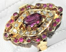 Cocktail ring 18kt - 750 gold with 19 rubies and 14 diamonds approx.x 0.28ct.