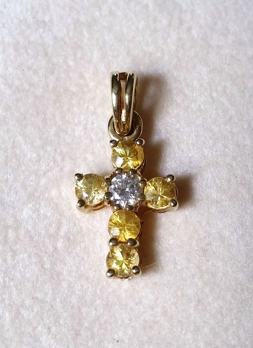 Cross pendant in 18 kt yellow gold with diamonds, 0.08 ct and sapphires - size: 1.70 x 0.90 cm