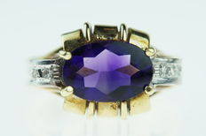 14 karat gold women's ring set with amethyst and diamonds, sizeable model.